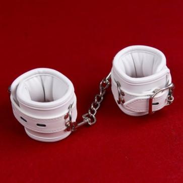 Белые кожаные наручники